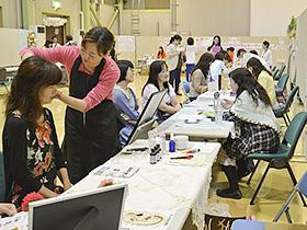 太田市や市民団体「フリーランス女子会」などが、6月に開いた交流イベント「グランツ・ガーデン」