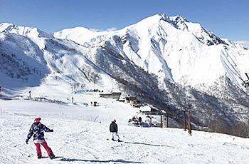 天神平からの谷川岳=天神平スキー場